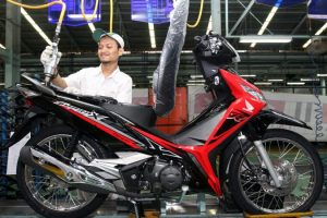 foto Warna baru Honda Supra X 125 Fi 2018Energetic Red